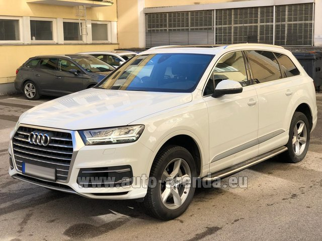 Hire and delivery to London Heathrow Airport the car Audi Q7 50 TDI Quattro White