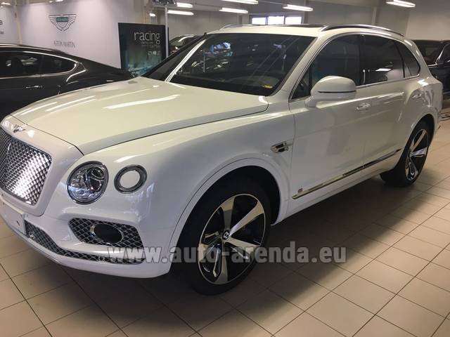 Rental Bentley Bentayga W12 NAIM 22 Rear-Enterteiment in Glasgow