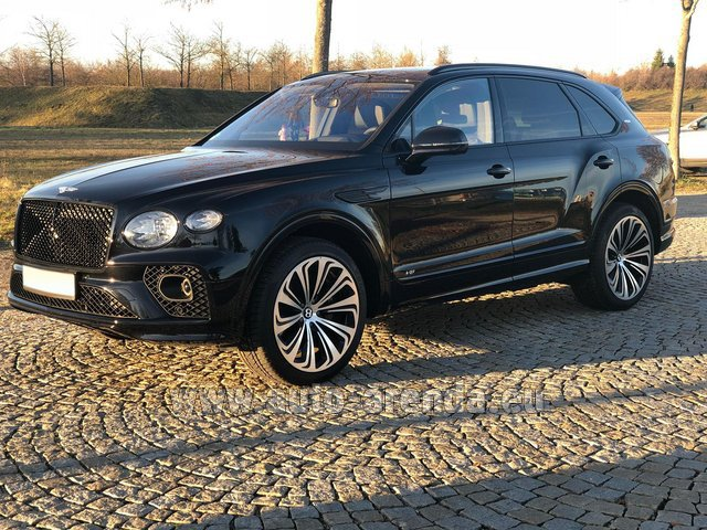 Hire and delivery to London Heathrow Airport the car Bentley Bentayga V8 new Model 2021