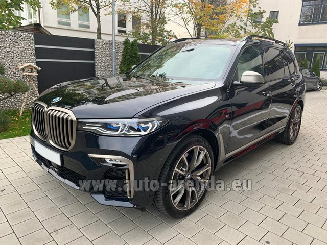 Rental BMW X7 M50d in Gatwick