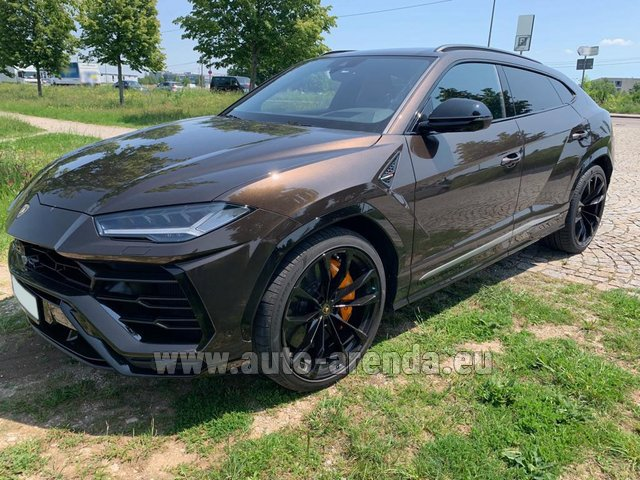 Rental Lamborghini Urus in Great Britain
