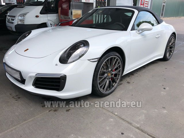 Rental Porsche 911 Carrera 4S Cabrio White in Glasgow