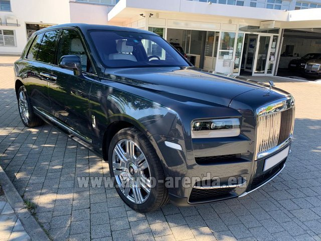 Hire and delivery to London Heathrow Airport the car Rolls-Royce Cullinan dark grey