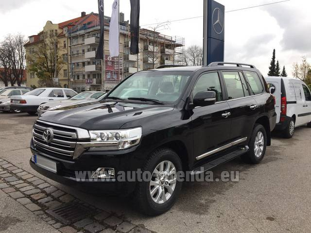 Rental Toyota Land Cruiser 200 V8 Diesel in Manchester