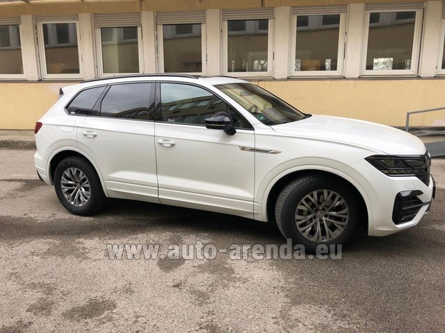 Hire and delivery to London Heathrow Airport the car Volkswagen Touareg R-Line